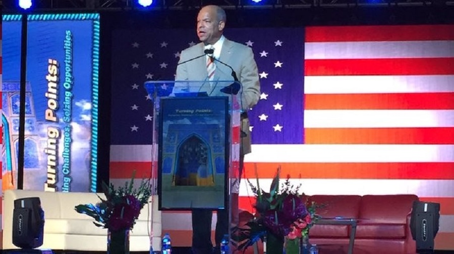Homeland Security Secretary Jeh Johnson gives speech before audience of Muslims.