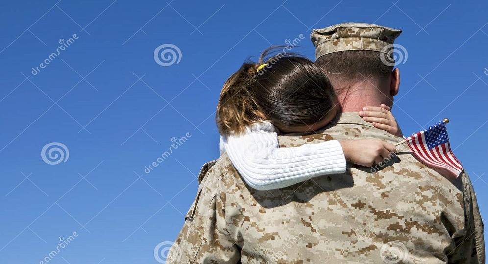 military-man-hugs-daughter-17615125