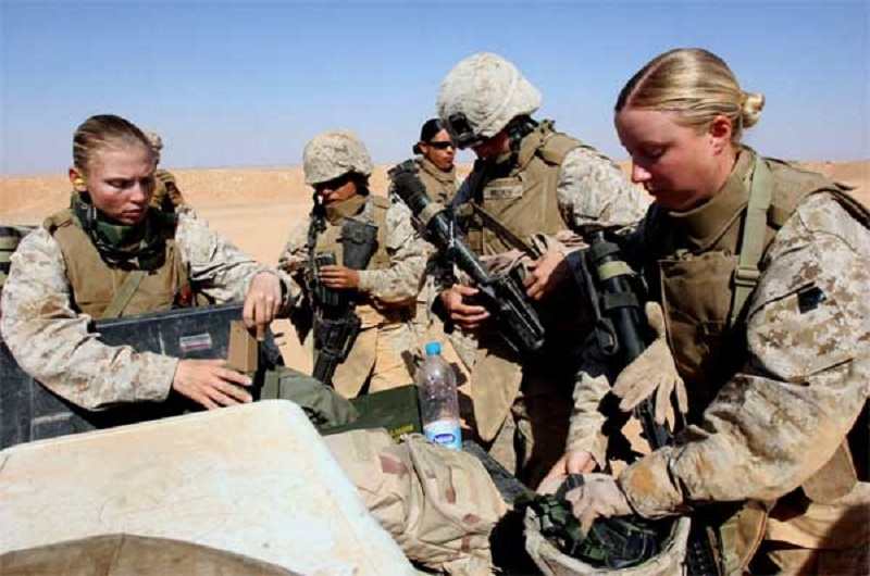 female-marines-iraq-600